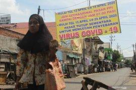Pasar Krempyeng Gresik ditutup setelah sejumlah pedagang positif COVID-19