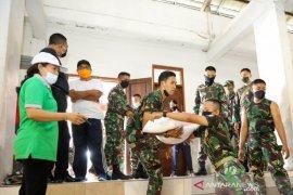 Pemkab Gianyar salurkan sembako untuk 7.554 KK miskin