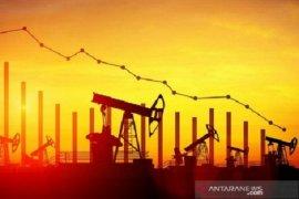 Harga minyak jatuh di tengah kekhawatiran kelebihan pasokan
