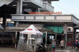 Penumpang KRL di Depok terlihat sepi di hari pertama PSBB
