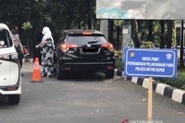 Di perbatasan Jaksel-Depok, petugas lakukan penertiban PSBB