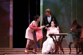 """Happy Salma tampil bersama Teater """"Bunga Penutup Abad"""" secara daring akhir pekan ini"""
