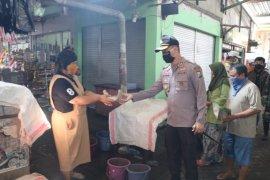 Polres Gresik bangun dapur umum untuk siapkan makanan masyarakat terdampak COVID-19