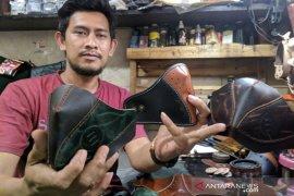 Masker kulit sapi dari Garut mulai diminati pasar sejak darurat COVID-19