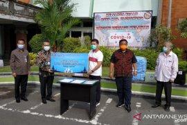 Badan Musyawarah Perbankan Bali serahkan bantuan APD ke RSUD Klungkung