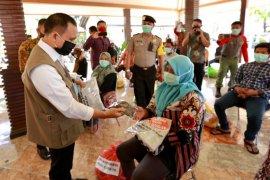 Gugus Tugas COVID-19 salurkan bantuan ke pelaku wisata Banyuwangi