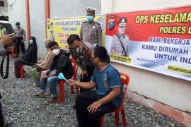 Kapolres Langkat berikan bantuan warga kurang mampu