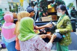 Denhubrem 064/MY bagikan masker dan sembako untuk masyarakat Kota Serang