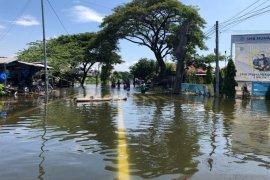 Pelindo III salurkan bahan pokok untuk korban banjir di Gresik