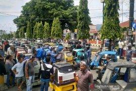 Pengemudi Betor di Padangsidimpuan mendatangi kantor Walikota