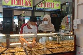 Nasabah Pegadaian di Sumut lakukan aksi tebus emas