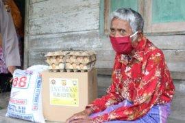 Polres Aceh Tengah rutin bagi sembako bantu warga kurang mampu