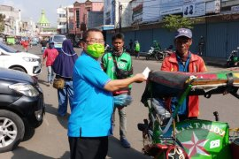 Jelang PSBB, FORMI Kota Tangerang bagikan masker dan sembako