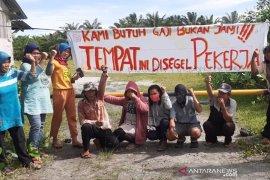 Gaji tak dibayarkan, buruh di Bengkulu segel stockpile batu bara