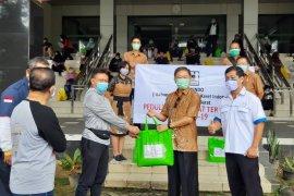 Gapkindo Kalbar berikan 150 paket bantuan sasar pekerja non formal terdampak COVID-19