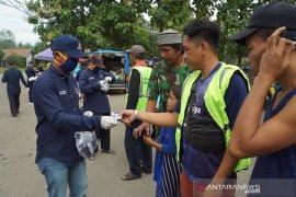 DPD Nasdem HSS bagikan ribuan masker gratis untuk warga