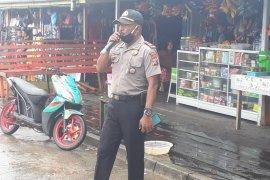 Polsek-Bhayangkari Atsj imbau warga Asmat gunakan masker cegah corona