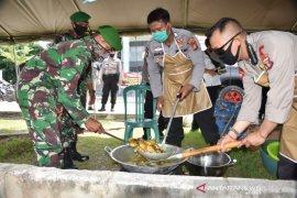 TNI-Polri Samarinda Dirikan Dapur Umum Bantu Warga Terdampak COVID-19