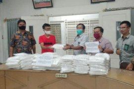 Mantan anggota DPR RI beri bantuan APD di RSUD Gunungsitoli