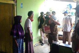 Warga Kota Bengkulu mulai terima bantuan sembako