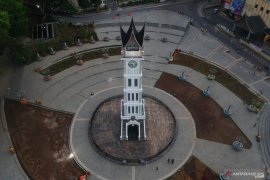 Bukittinggi reopens  tourist attractions