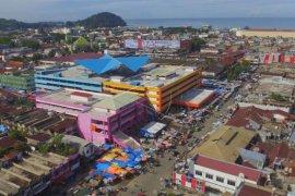 Pasar menjadi tempat penularan virus corona di Padang