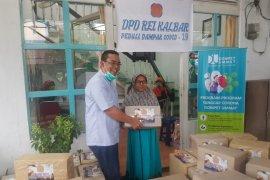 REI Kalbar bagikan 450 paket sembako ke warga terkena dampak COVID-19