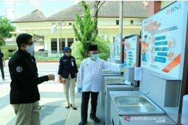 BRI dan BNI turut bantu sarana cuci tangan cegah COVID 19