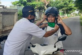 Anggota DPRD Bangka bagikan ribuan lembar masker (Video)