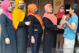 Grup Pekanbaru Kota Bertuah peduli warga saat wabah corona