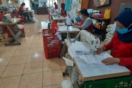 Surabaya MSMEs  produce thousands of masks, protective clothing  day