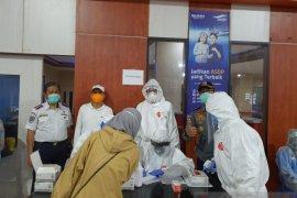 Tim Kesehatan Pangkalpinang rapid tes penumpang kapal datang melalui Muntok