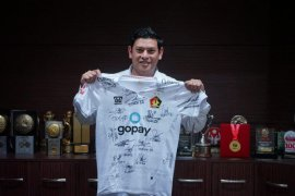 Wali Kota Kediri lelang jersey koleksinya untuk bantu penanganan COVID-19