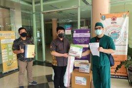 BEM Ubaya sumbangkan APD ke enam rumah sakit untuk tangani COVID-19