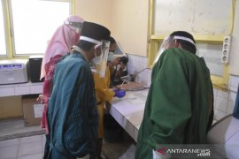 Tenaga medis di Kabupaten Gorontalo lakukan tes cepat COVID-19