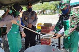 TNI dan Polri di Nagan Raya dirikan dapur lapangan untuk pangan warga