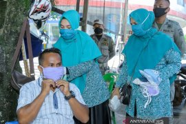 Genjot UMKM, PKK Aceh Barat bagi 1.200 masker produksi rumah tangga
