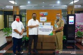 BPJAMSOSTEK Cikupa serahkan bantuan 100 baju hazmat pada Pemkab Tangerang