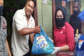 PMI Madina salurkan bantuan Sembako