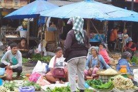Perempuan-perempuan hebat di kaki lima pasar tradisional