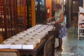 Seorang pemilik restoran di Togyakarta sulap tempat usaha  jadi dapur umum COVID-19