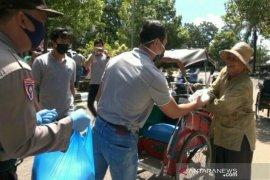 Tukang becak dan ojek sumringah didatangi Aparat Polri dan TNI