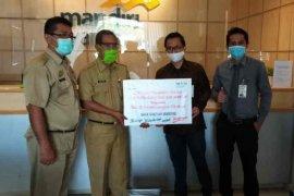Mandiri Syariah Cirebon serahkan APD kepada RS rujukan COVID-19
