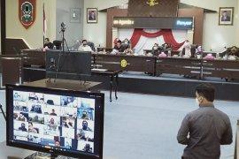 Puluhan anggota DPRD Banjarmasin ikuti rapat paripurna LKPj lewat daring