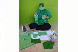 Hadapi wabah corona istri TNI Kodim Putussibau menjahit masker