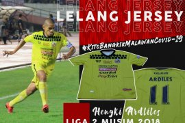 Semen Padang FC  lelang jersey demi tim medis COVID-19