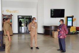 BI Kalbar serahkan seribu APD ke Gubernur Kalbar