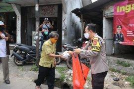 Polresta Tangerang dirikan dapur umum dan bagikan makanan saat berlaku PSBB
