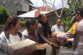 Sisihkan gaji, anggota Polres Bangli gelontorkan 500 paket sembako