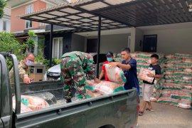 PWI Peduli gandeng TNI dan pengusaha salurkan 7,5 ton kepada warga terdampak COVID-19